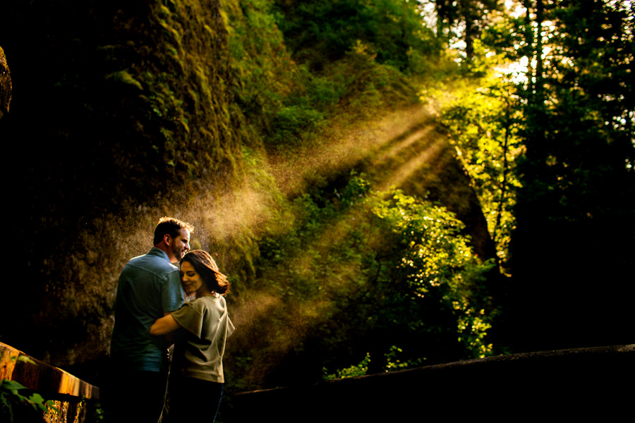 Engagement session at the horsetail falls in Columbia Gorge (3)