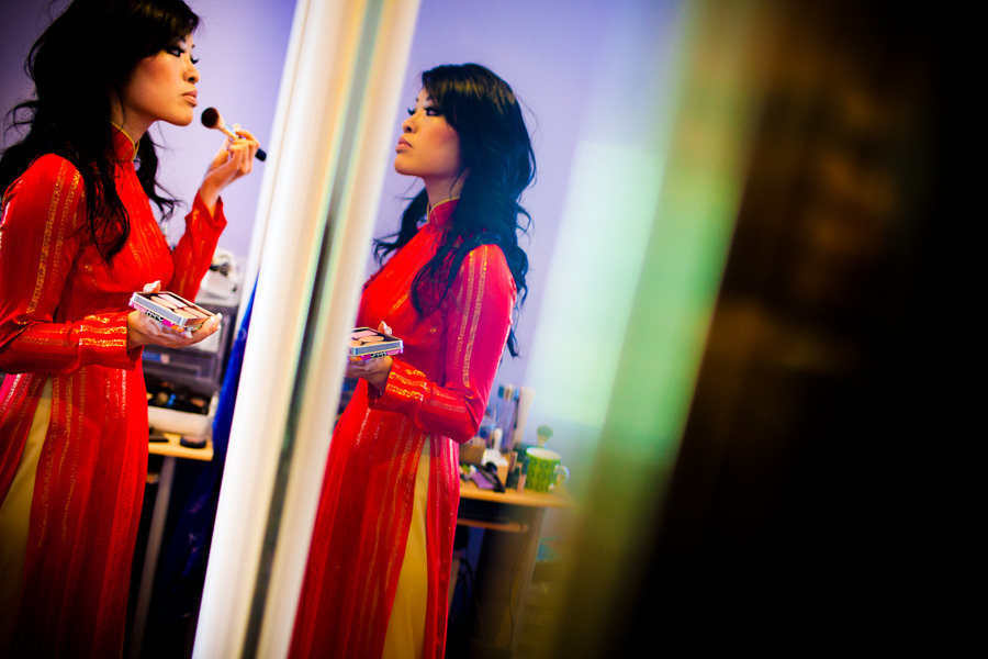 A bride gets ready for a traditional tea ceremony photographed by Daniel Stark