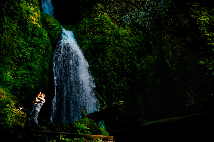Engagement session at the horsetail falls in Columbia Gorge (4)