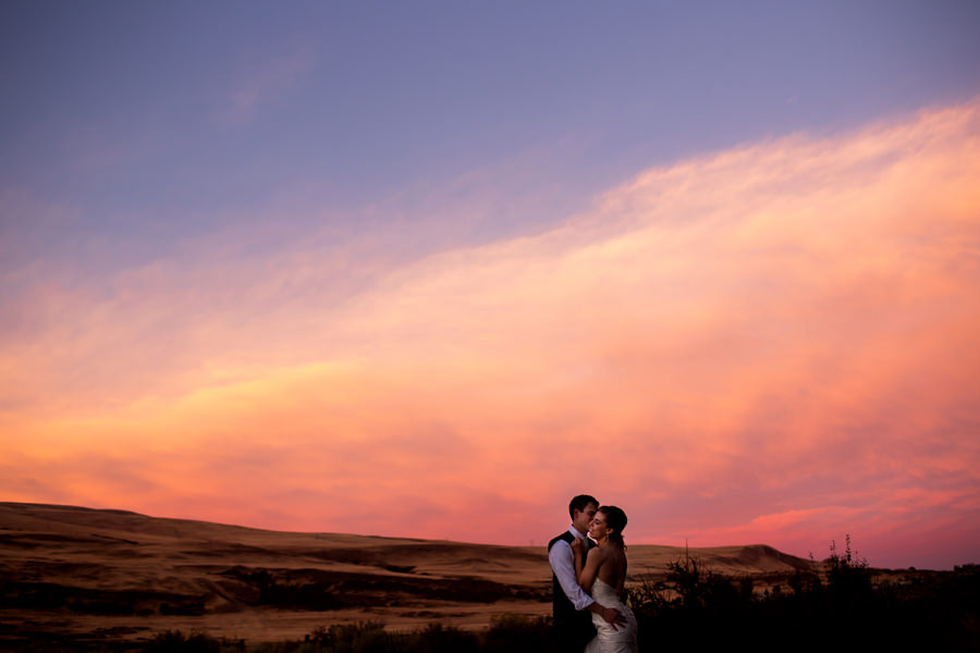 A fun little wedding set in the Columbia Gorge outside of Hood River, Oregon. (4)