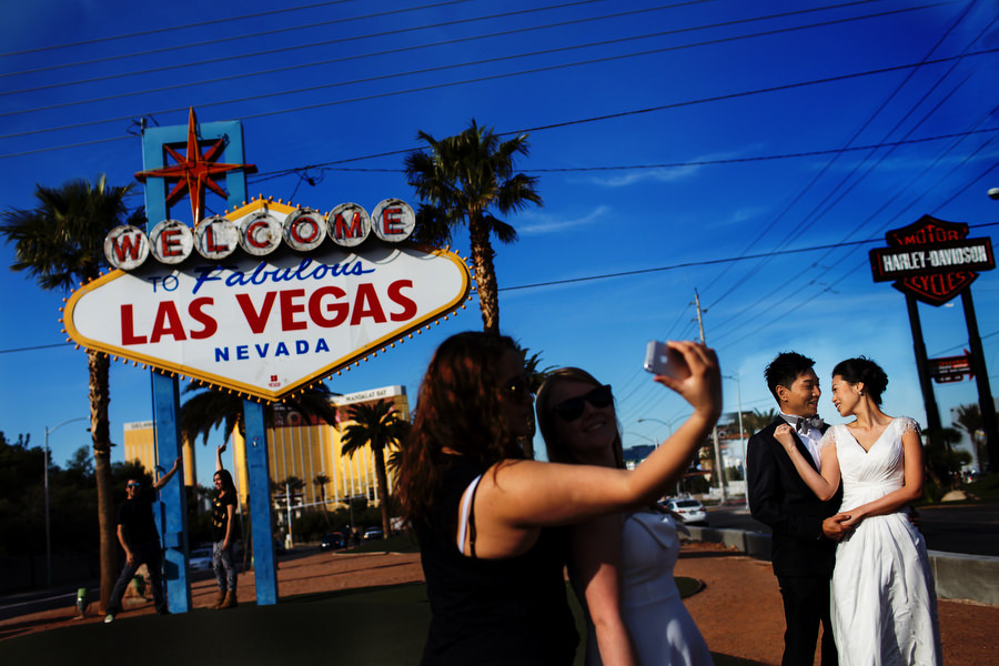 A fun elopement in Las Vegas on the strip with a beautiful wedding couple, photographed by Stark Photography - destination wedding photographers. (3)