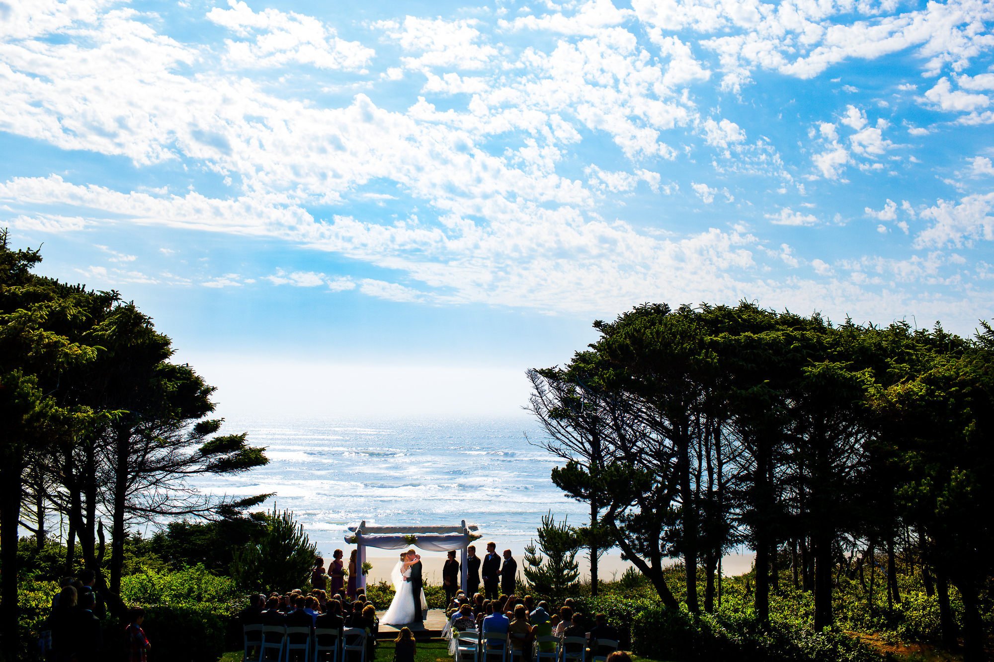 A beautiful beach wedding at the amazing Storm Crest Cellars in South Beach Oregon by Newport. Photographed by top destination wedding photographers, Daniel and Lindsay Stark of Stark Photography. (33)