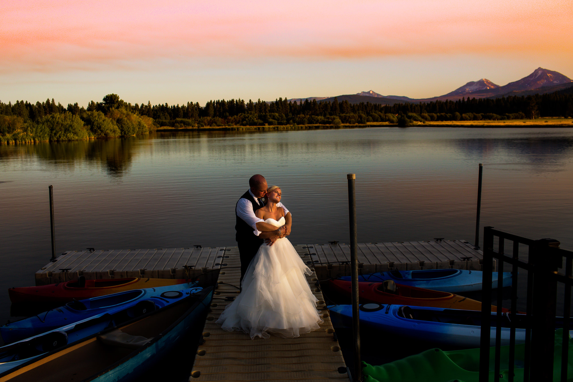A beautiful ranch wedding outside of Bend, Oregon at Black Butte Ranch in Sisters, Oregon, photographed by wedding photographers, Daniel and Lindsay Stark of Stark Photography. (23)