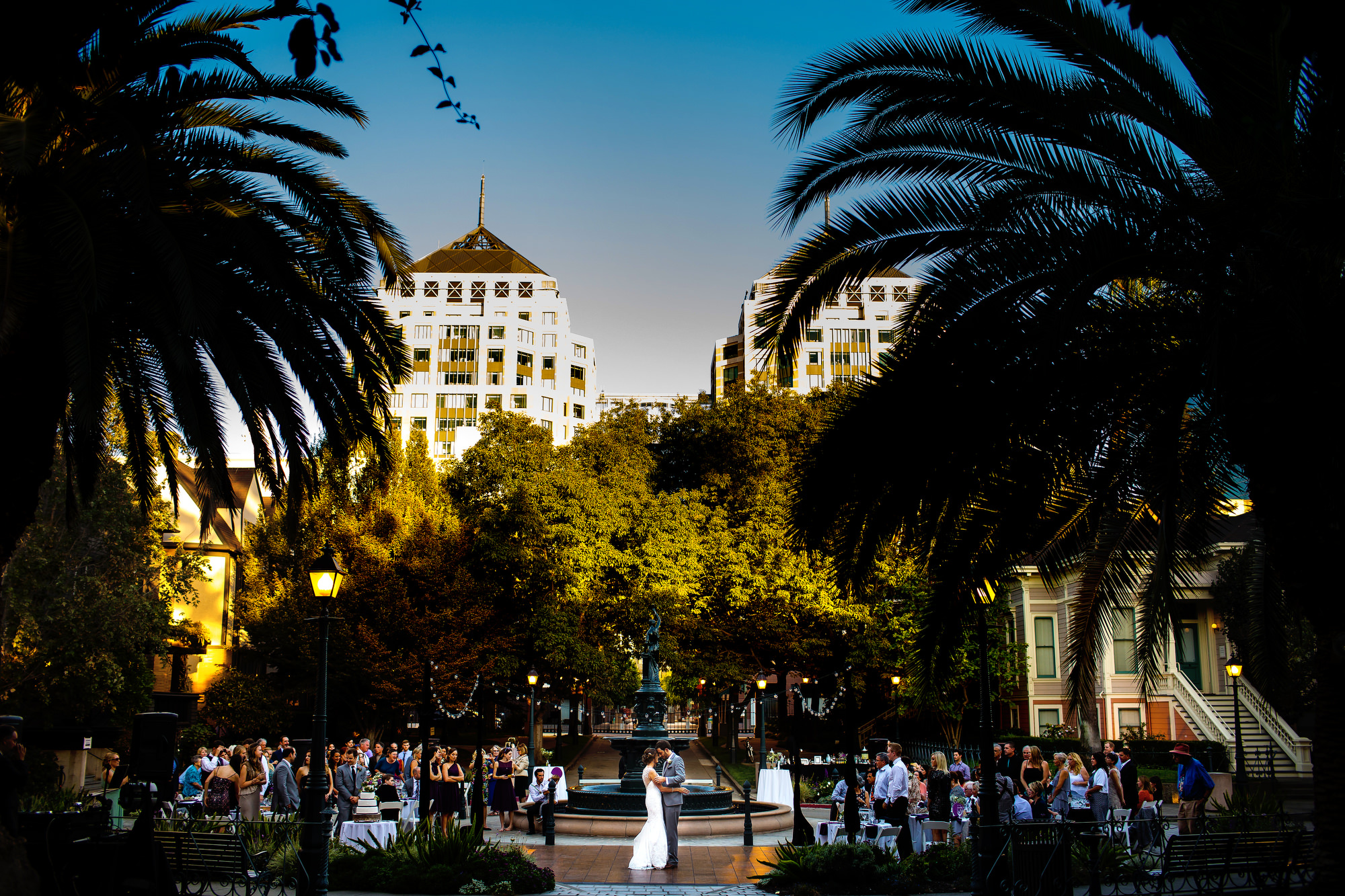 Outdoor wedding in Preservation Park in Oakland, California by destination wedding photographers, Daniel and Lindsay Stark of Stark Photography. (19)