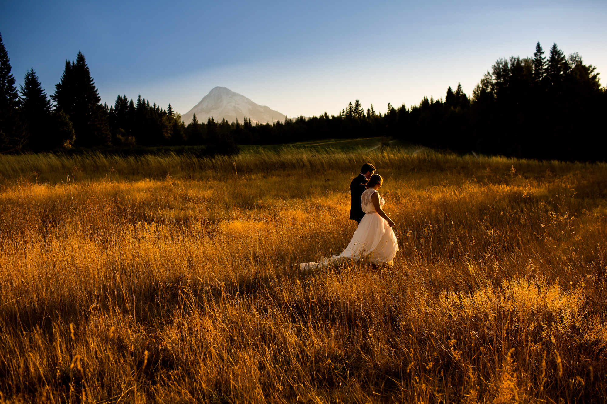 An amazing wedding below Mt. Hood in Oregon at Mt. Hood Bed and Breakfast. Photographed by Portland wedding photographers, Daniel and Lindsay Stark of Stark Photography. (28)