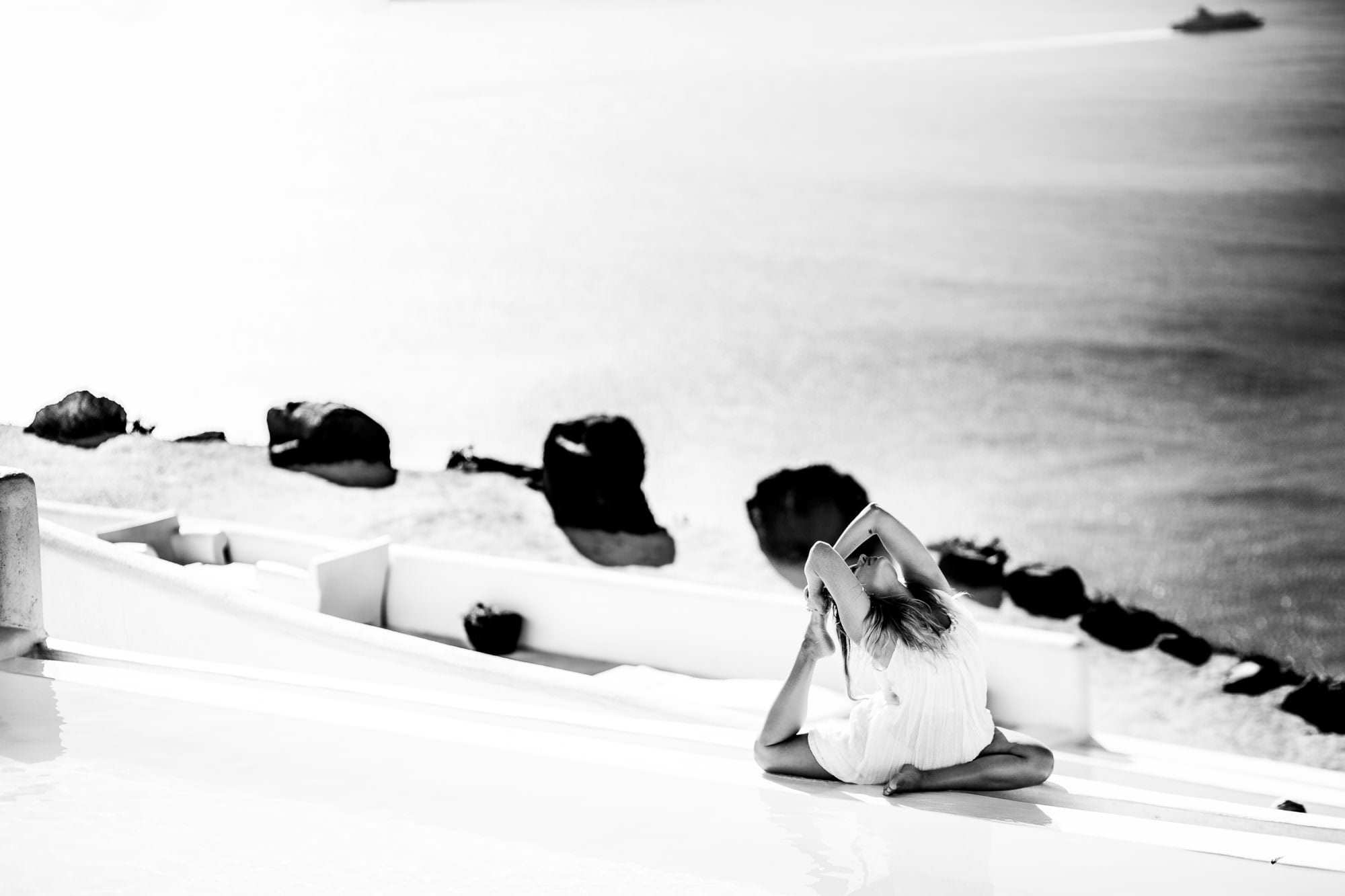 kathryn_budig_yoga_santorini_greece001-1