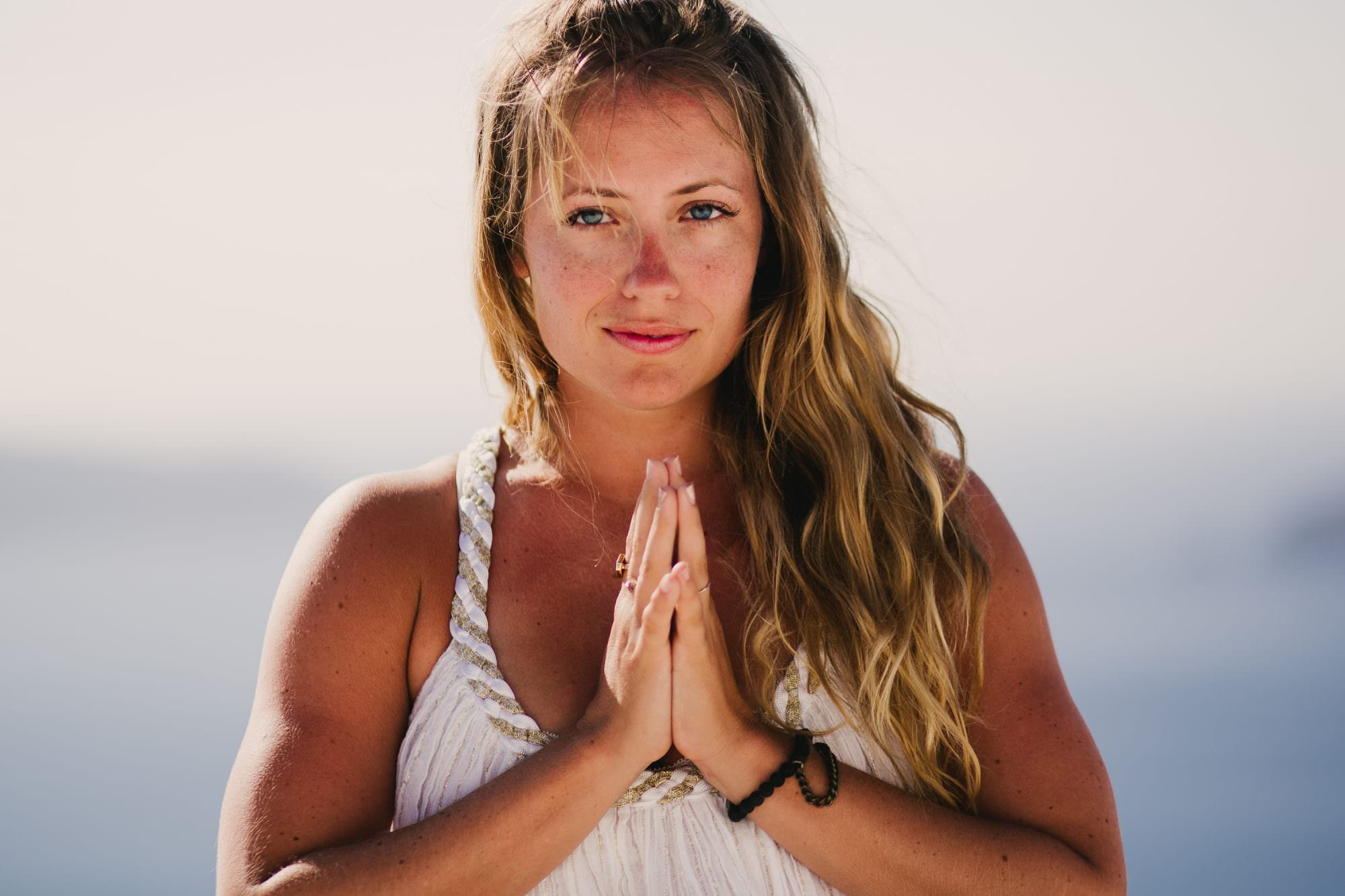 kathryn_budig_yoga_santorini_greece008-1