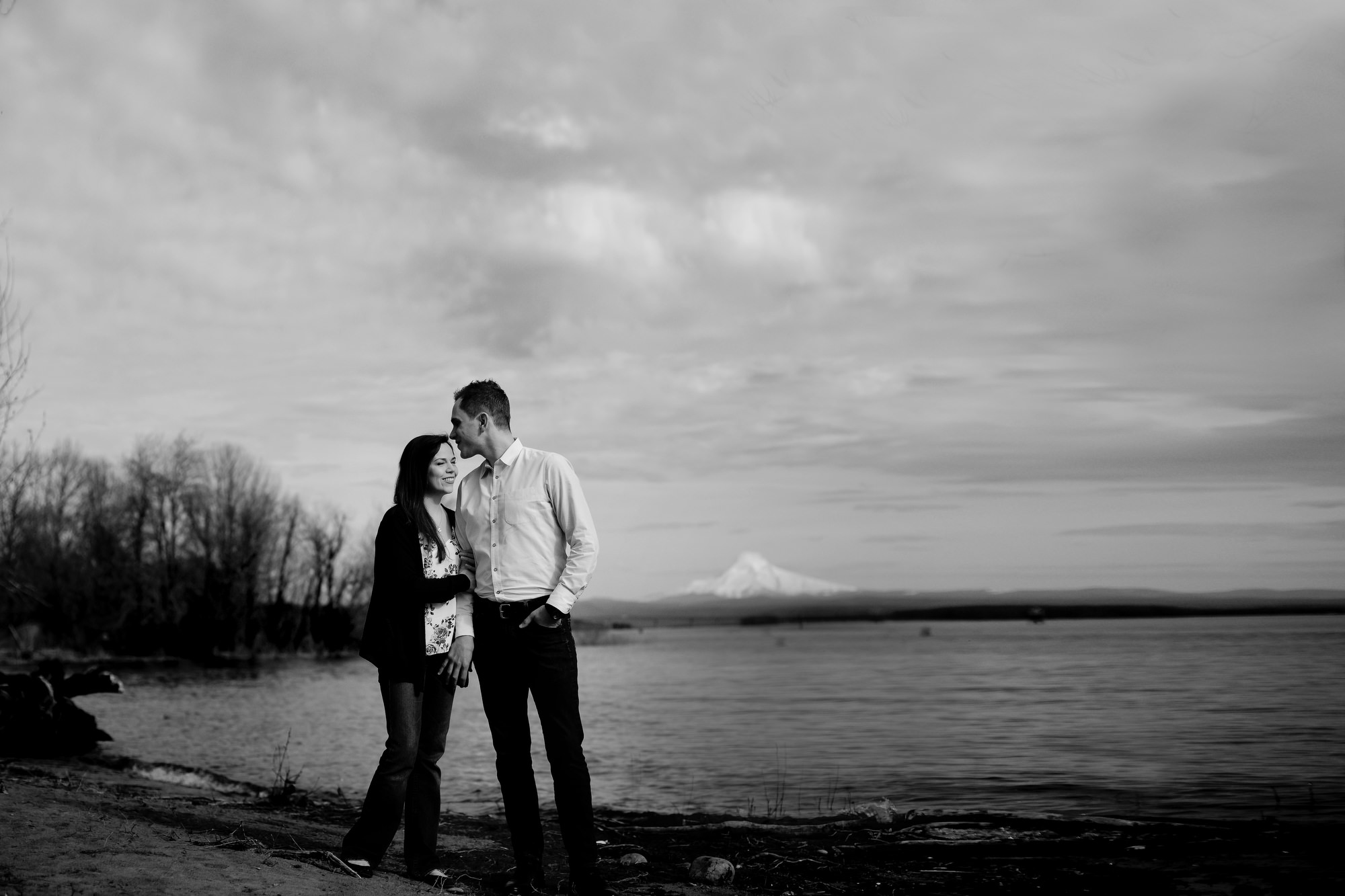 Outdoor engagement photos in Portland, Oregon (7)