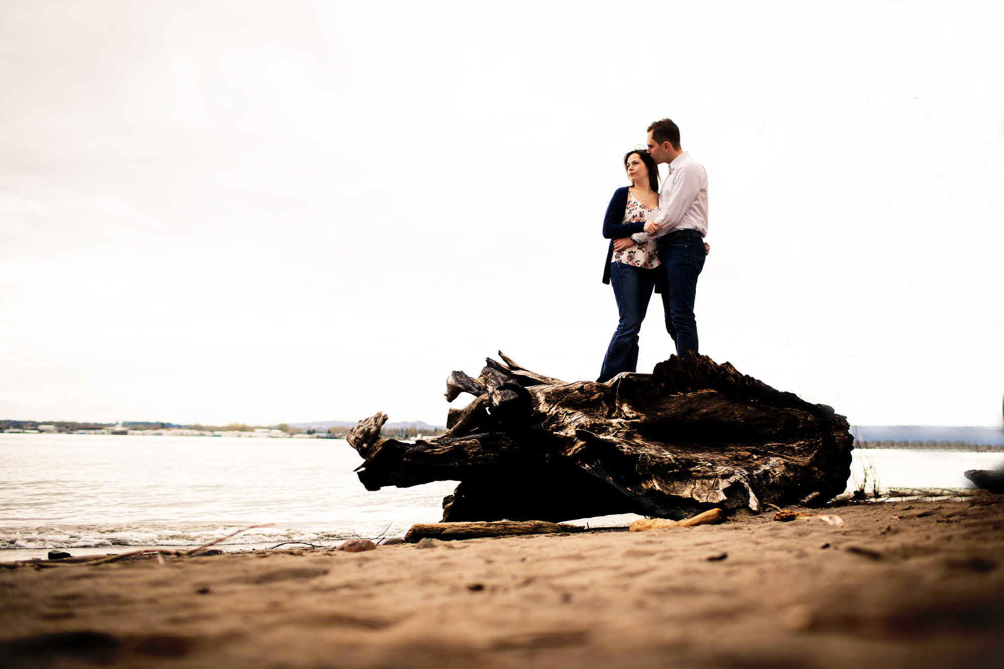 Outdoor engagement photos in Portland, Oregon (4)
