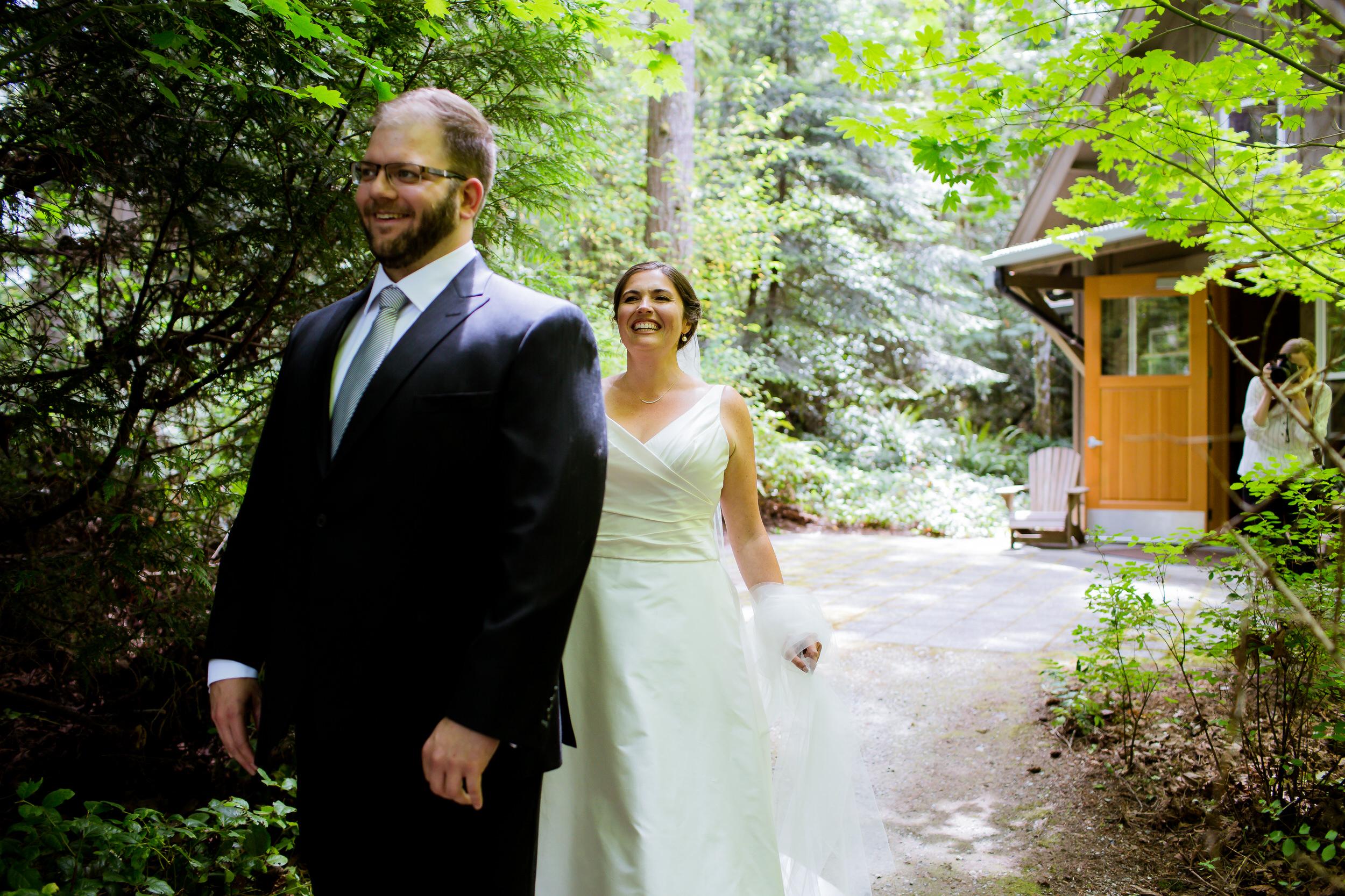 Islandwood_Retreat_Bambridge_Island_Washington_Wedding_008