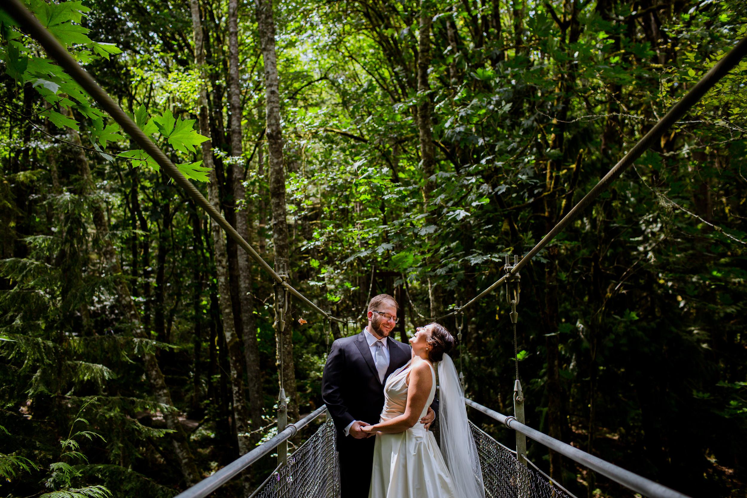 Islandwood_Retreat_Bambridge_Island_Washington_Wedding_011