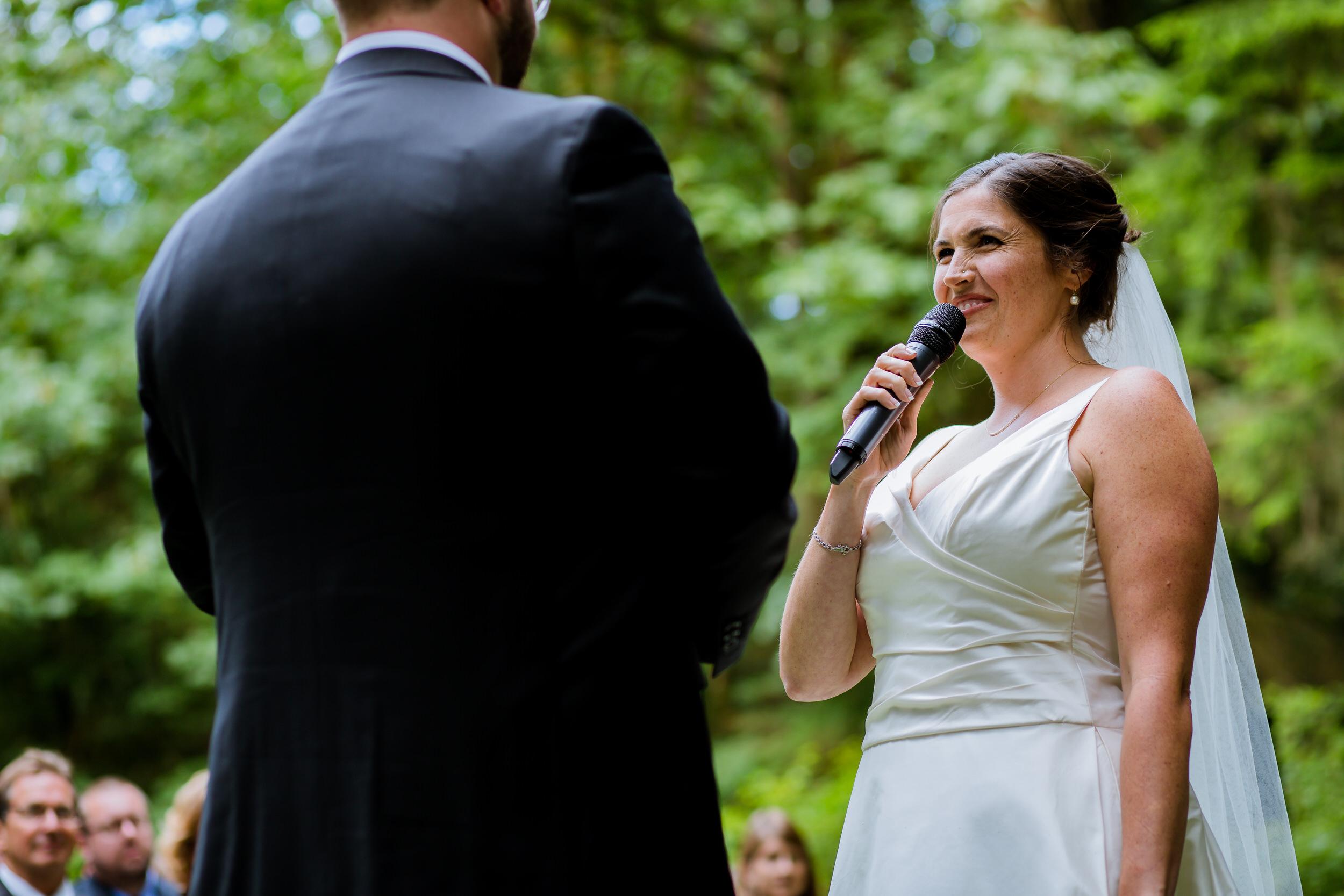 Islandwood_Retreat_Bambridge_Island_Washington_Wedding_023