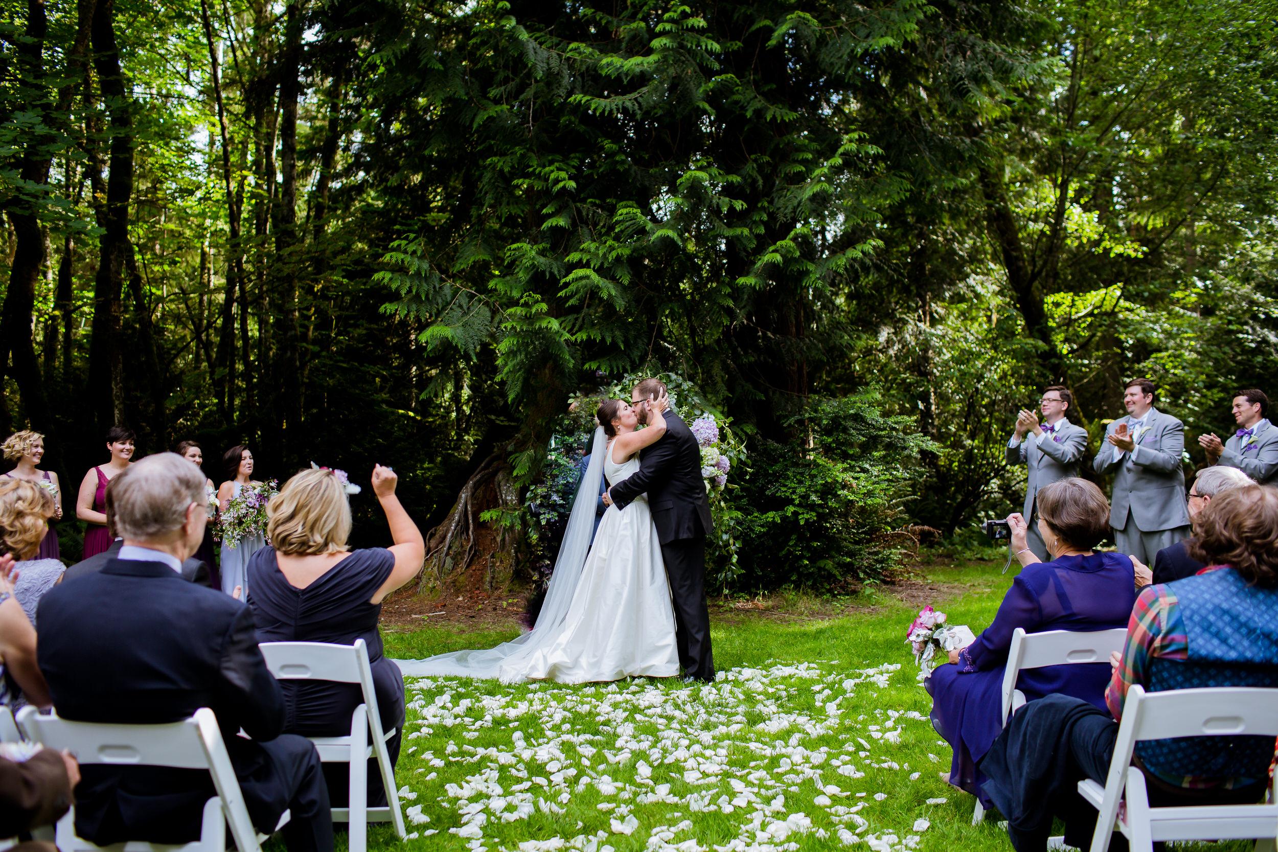 Islandwood_Retreat_Bambridge_Island_Washington_Wedding_029