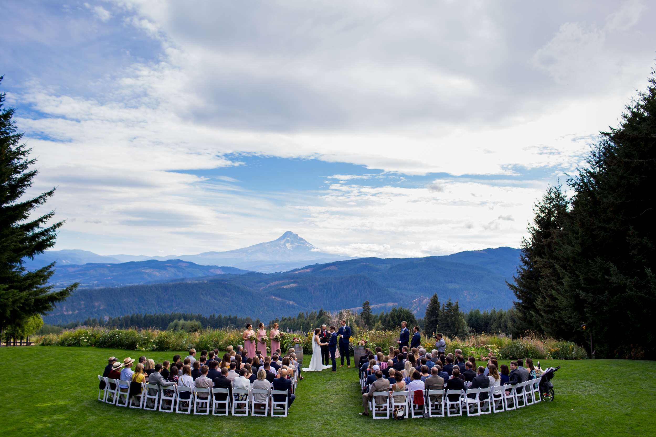 Gorge_Crest_Vineyards_Wedding_Stark_Photography_003
