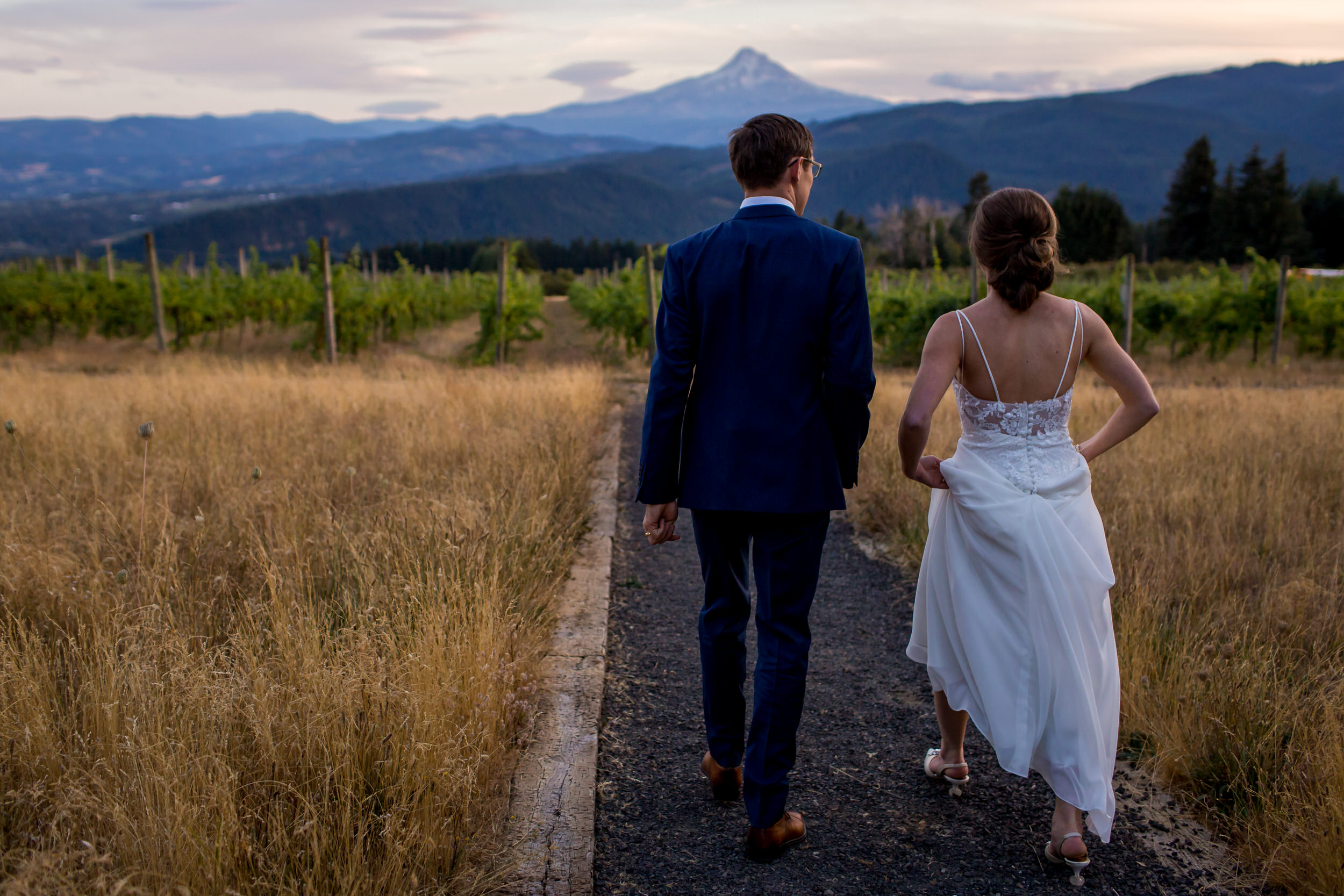 Gorge_Crest_Vineyards_Wedding_Stark_Photography_007