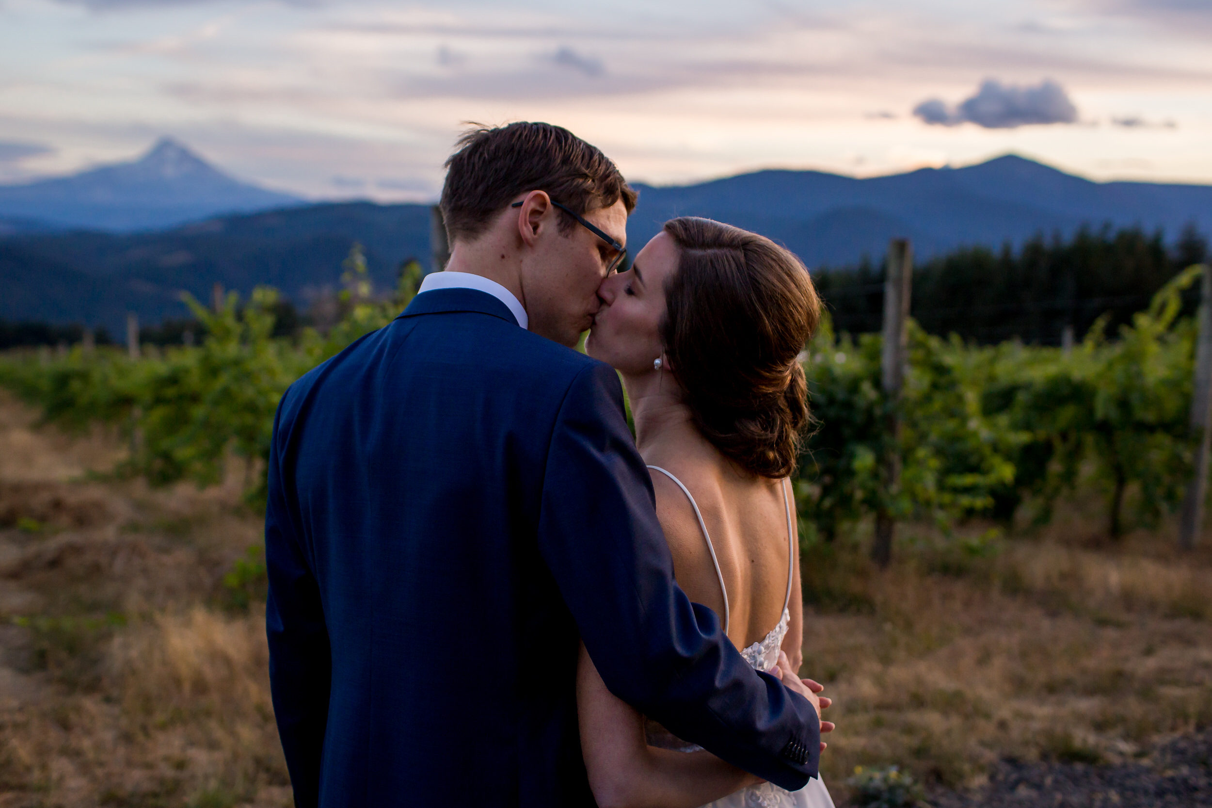 Gorge_Crest_Vineyards_Wedding_Stark_Photography_008