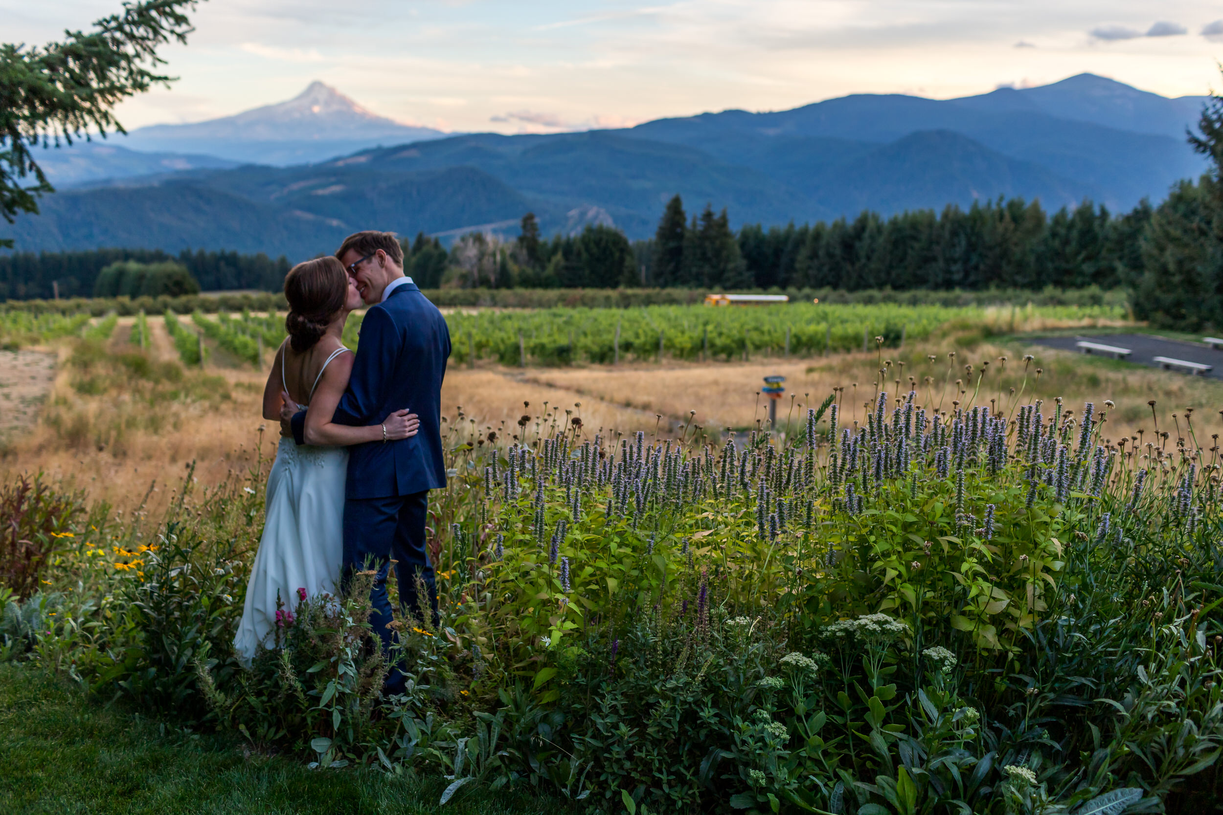 Gorge_Crest_Vineyards_Wedding_Stark_Photography_047