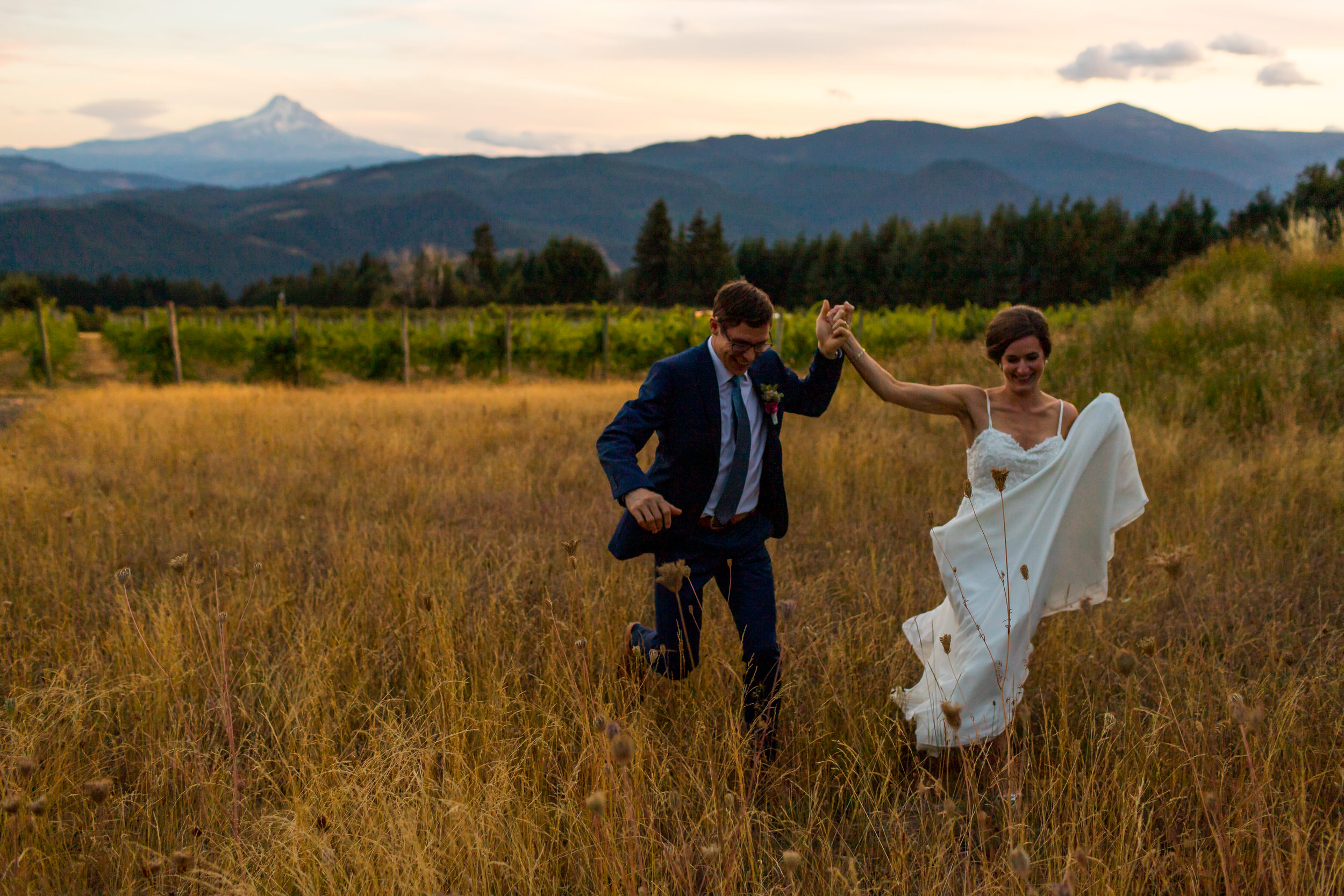 Gorge_Crest_Vineyards_Wedding_Stark_Photography_052